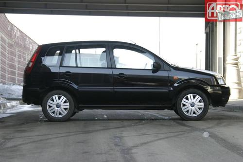 автомобиль Ford Fusion с